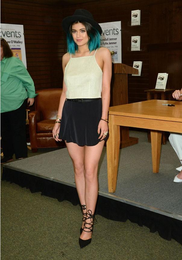 Kendall et Kylie Jenner en séance de dédiaces à Los Angeles le 12 juin 2014