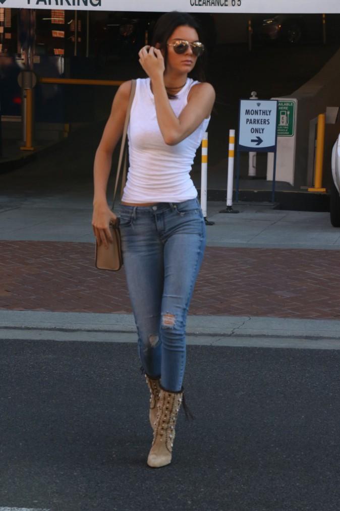Kendall Jenner : Après le tatouage, le piercing ?