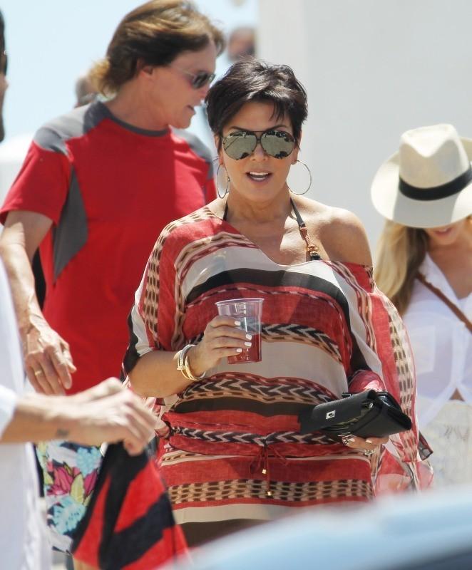 Kris Jenner le 29 avril 2013 à Santorin