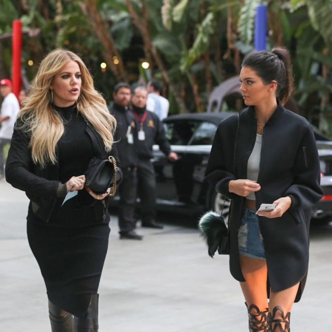 Photos : Kendall Jenner : elle sort le micro short alors que Khloe Kardashian se rhabille !