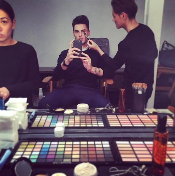 Baptiste Giabiconi dans les coulisses de son shooting pour Chanel...