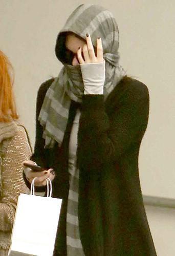 Kendall Jenner : plus camoufl�e que jamais pour une visite myst�re...