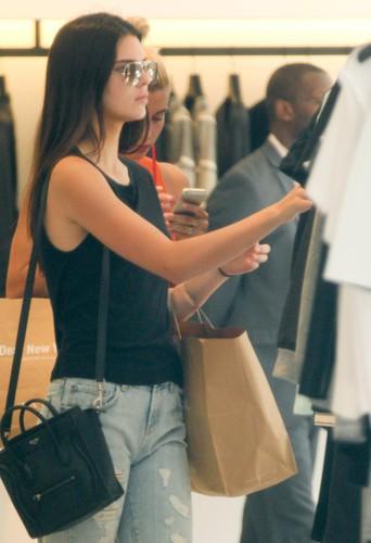 Hailey Baldwin et Kendall Jenner à New York le 3 juillet 2014