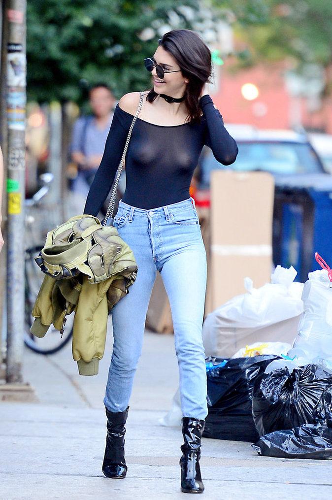 Photos : Kendall Jenner tétons à l'air : un vrai sex sein-bol !