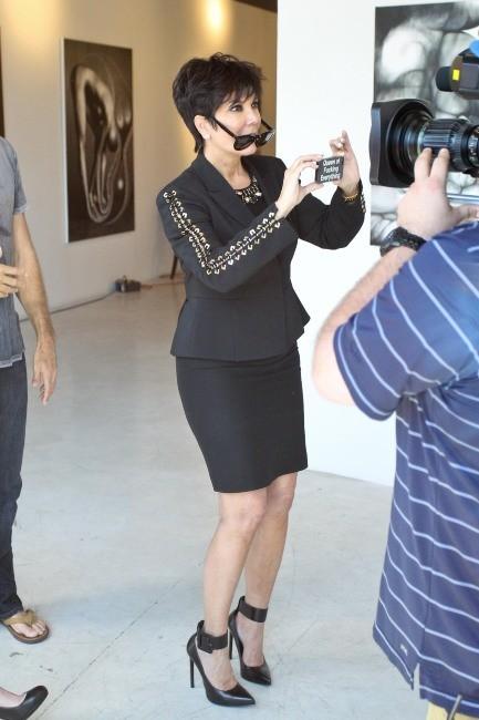 """Kris Jenner lors de l'exposition """"Nomad Two Worlds"""" à Los Angeles, le 11 avril 2013."""