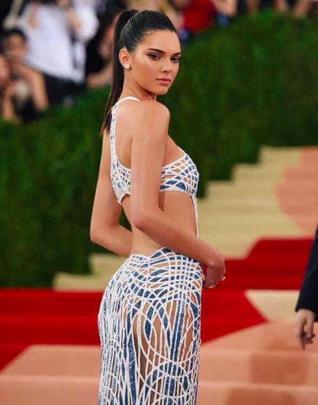 Photos : Kendall Jenner : Vous ne devinerez jamais où est situé son nouveau tatouage !