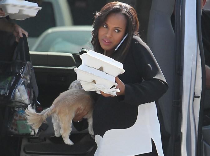 """Kerry Washington : entre son chien, son déjeuner et son téléphone, elle ne sait plus où donner de la tête sur le tournage de """"Scandal"""" !"""