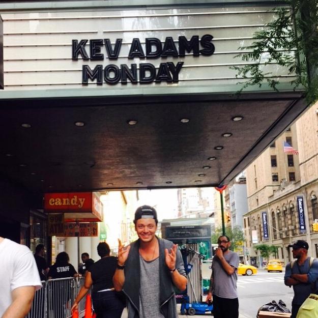 """Photos : Kev Adams : à New York, son """"rêve de gosse"""" s'est réalisé !"""