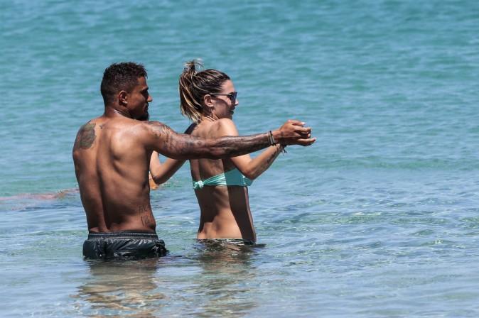 Photos : Kevin-Prince Boateng : caliente… le chouchou de Rihanna profite pleinement de sa girlfriend en Sardaigne !