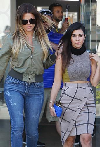 Khloé et Kourtney Kardashian à Los Angeles le 11 avril 2014