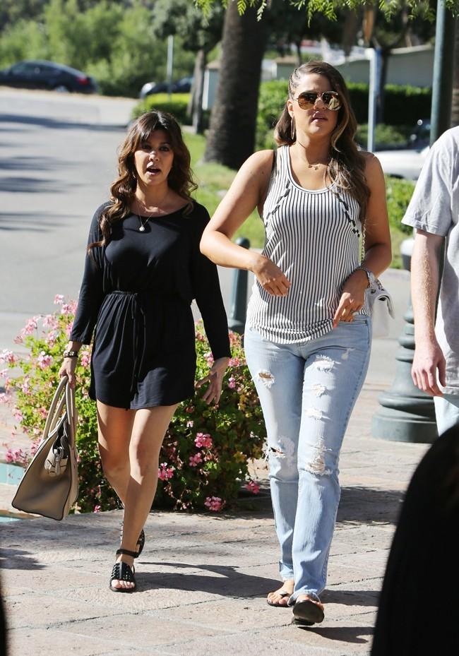 Khloe et Kourtney Kardashian le 20 juin 2013 à Malibu
