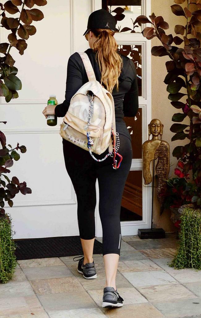 Khloé Kardashian : après le sport, elle s'attaque à la chasse aux poils !