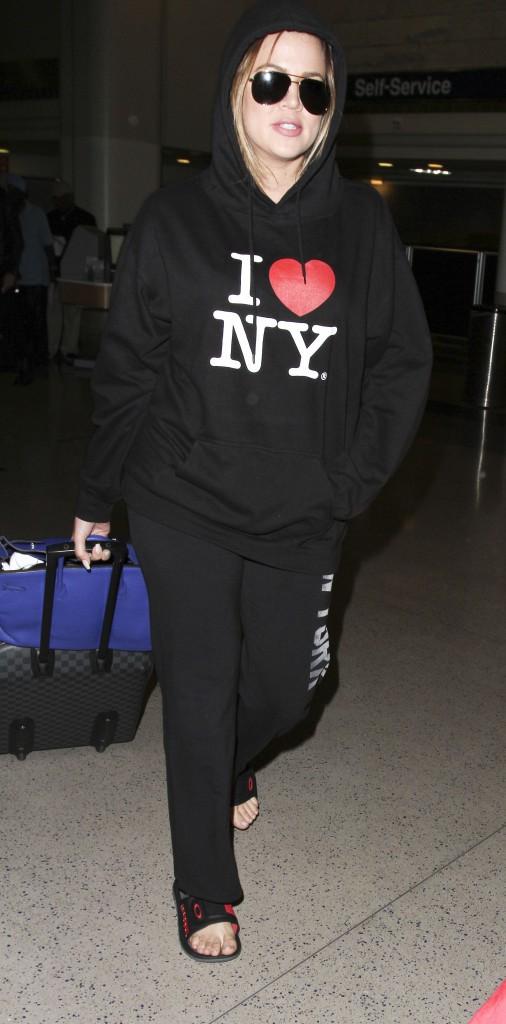 Photos : Khloe Kardashian et French Montana : sweats à capuche et claquettes… un couple assorti !
