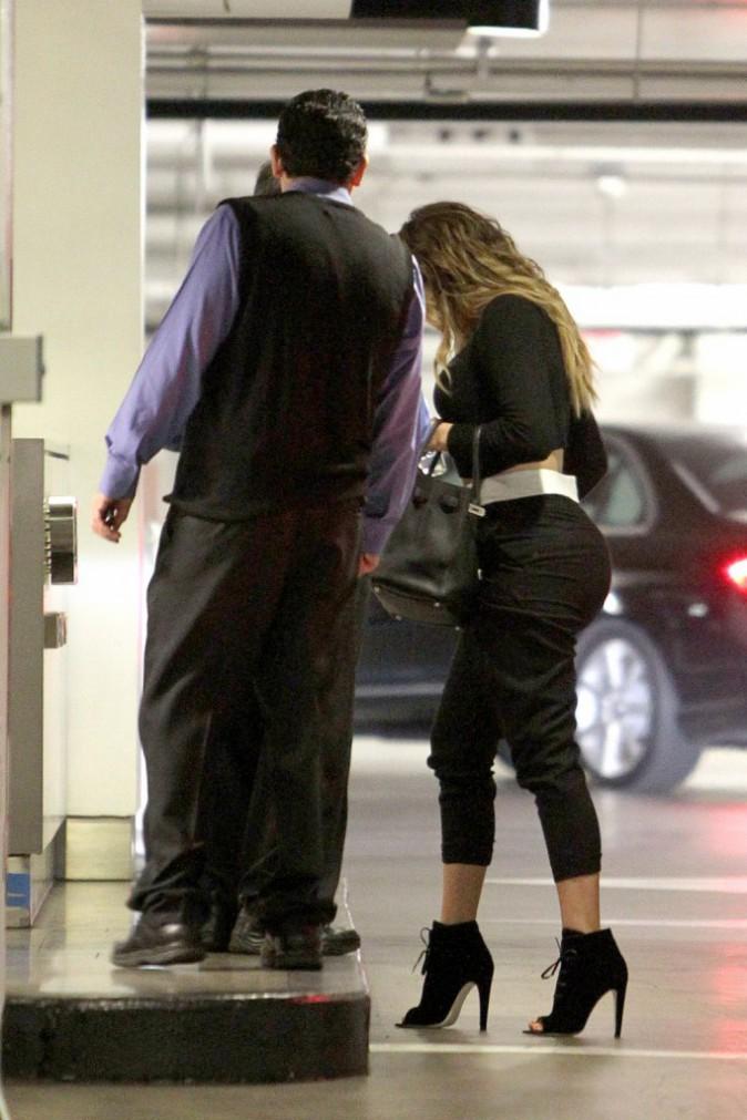 Photos : Khloe Kardashian : fessier bien moulé, toujours aussi fière de sa silhouette !