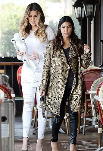 Khloé et Kourtney Kardashian à Los Angeles le 31 janvier 2014