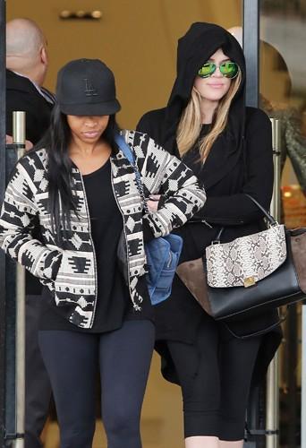 Khloé Kardashian et son amie Malika à Los Angeles le 19 décembre 2013
