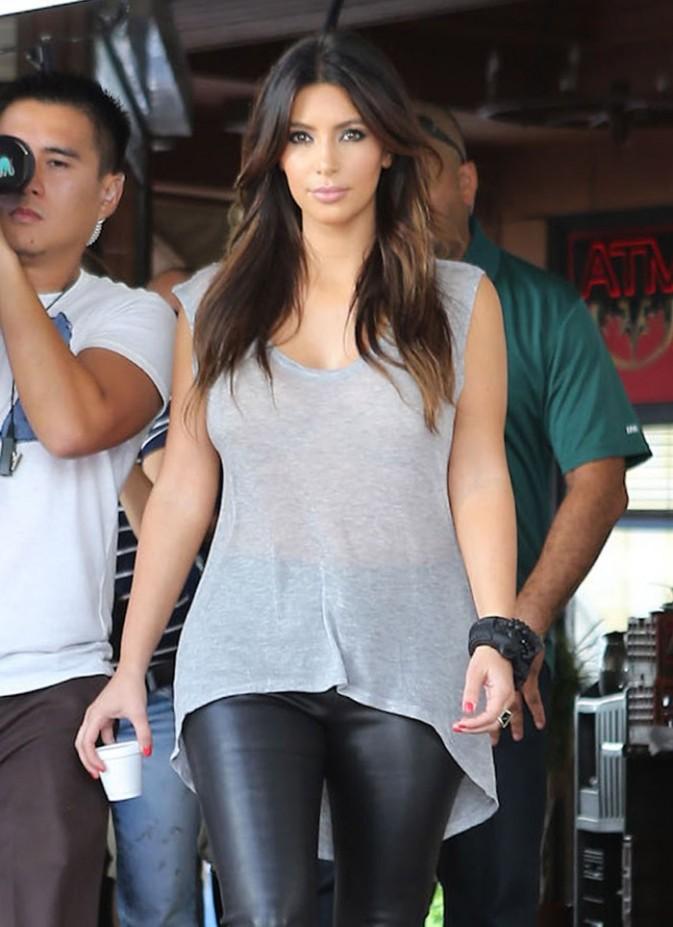 Kim et Khloé Kardashian en plein tournage à Miami le 13 octobre 2012