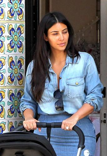 Kim Kardashian en famille à La Jolla le 22 août 2014
