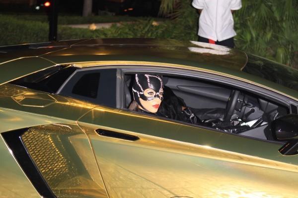 Kim et Koourtney Kardashian, Miami, 31 octobre 2012.