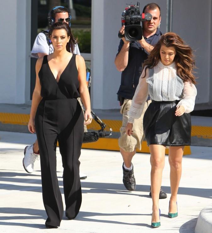Kim et Kourtney Kardashian à Miami, le 26 novembre 2012.