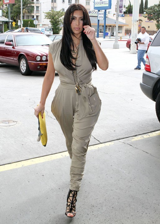 Kim Kardashian ne se rend pas à une soirée, mais chez le garagiste !