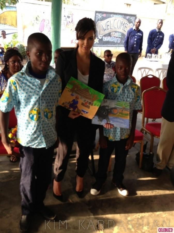 Kim Kardashian les photos de sa visite dans un orphelinat de Côte d'Ivoire le week-end dernier...