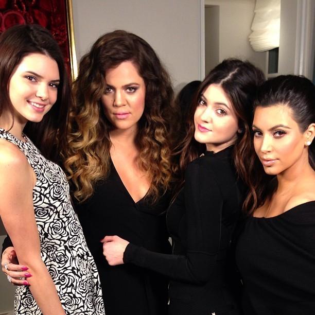 Kendall Jenner, Khloe Kardashian, Kylie Jenner et Kim Kardashian prennent la pose entre soeurs !