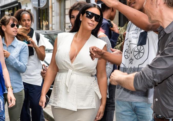 Kim Kardashian � Paris : incroyable, elle se laisse approcher par ses fans... Et rencontre Vincent Niclo !