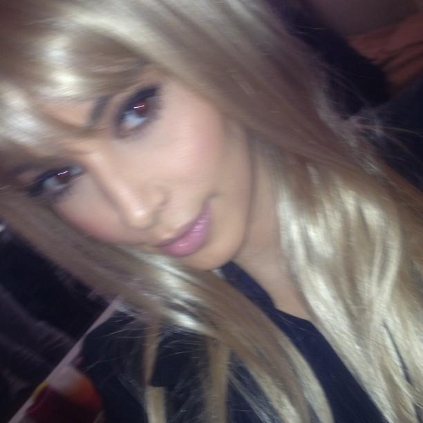 Kim s'essaye au blond