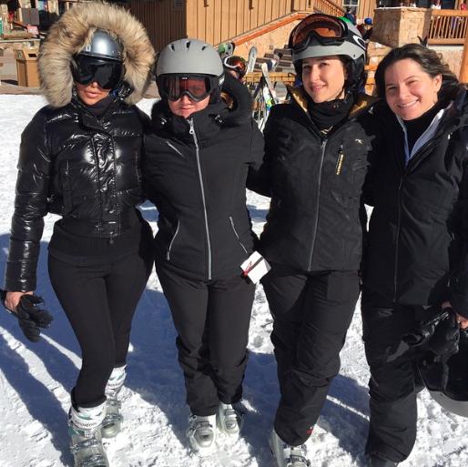 Photos : Kim Kardashian : boudeuse et sexy, même pour ses vacances au ski avec Kanye !