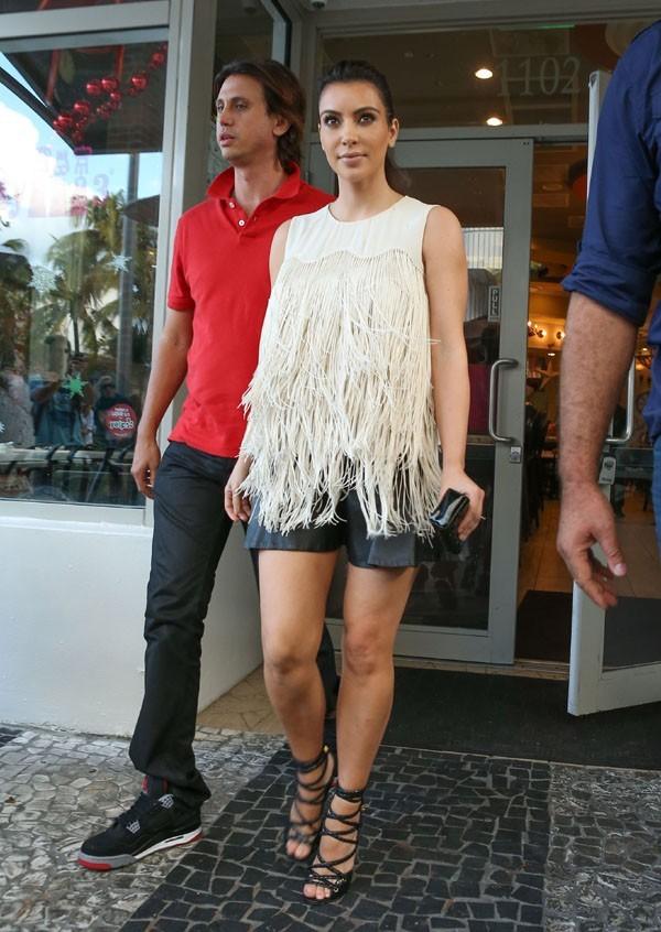 Kim Kardashian à Miami avec son BFF Jonathan Cheban le 4 décembre 2012