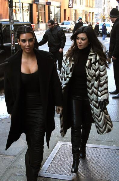 Kim et Kourtney Kardashian à New York, le 17 février 2014.