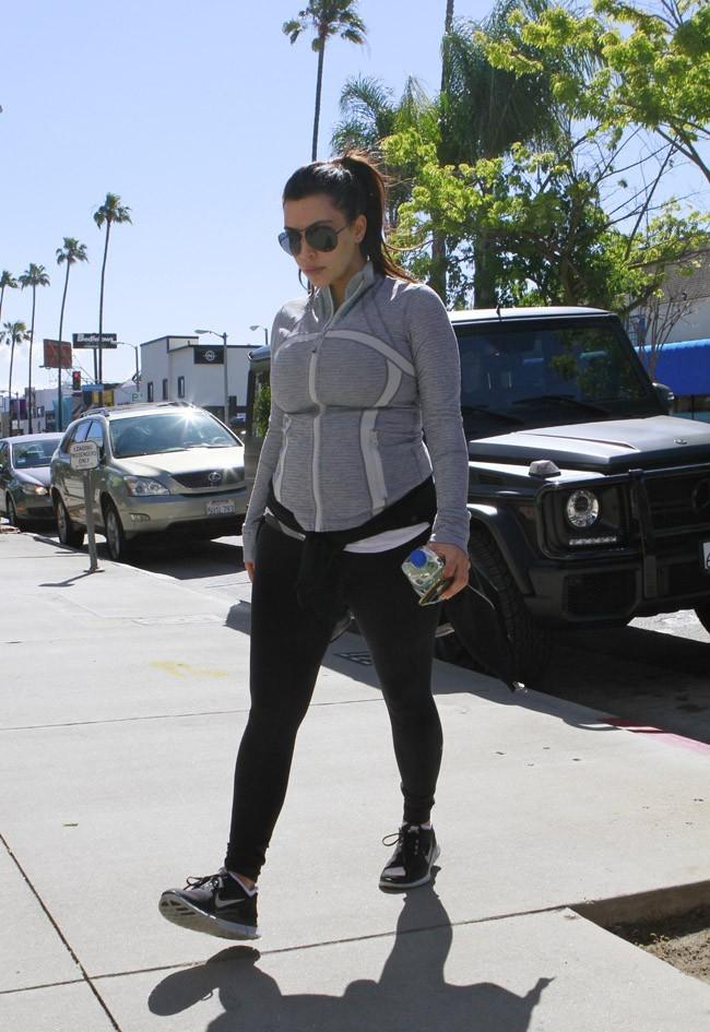Kim Kardashian arrivant à sa salle de sport de Los Angeles le 16 avril 2013