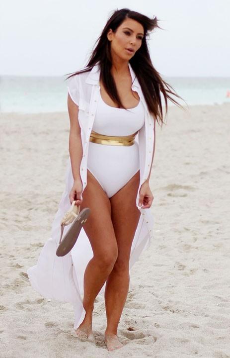 Kim et Kourtney Kardashian en tournage à Miami le 24 septembre 2012