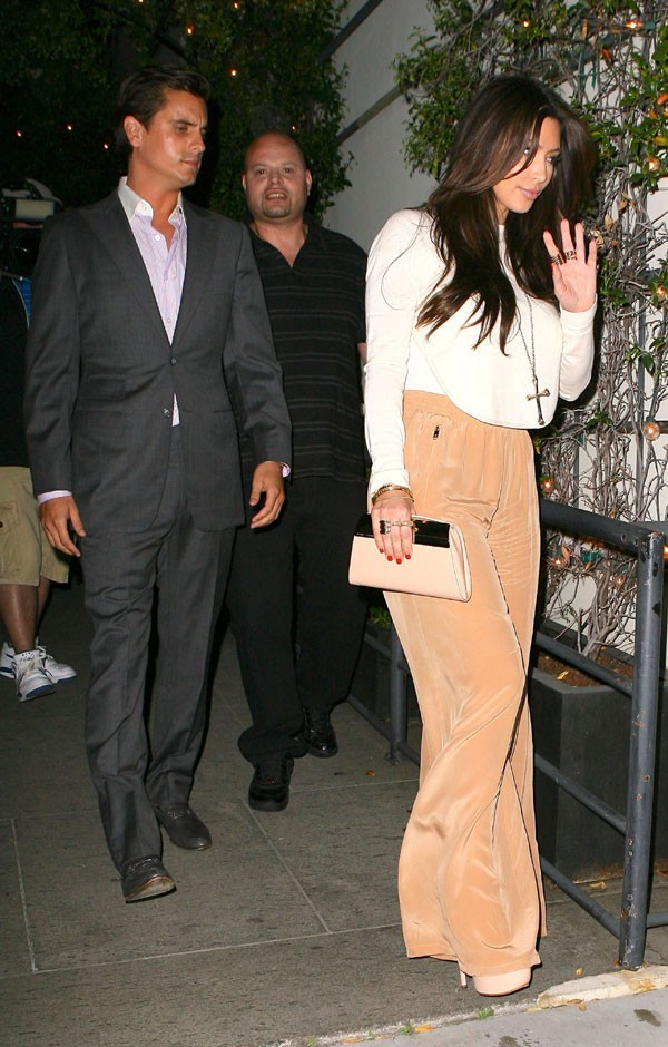 Kim en pantalon large, vous aimez ?