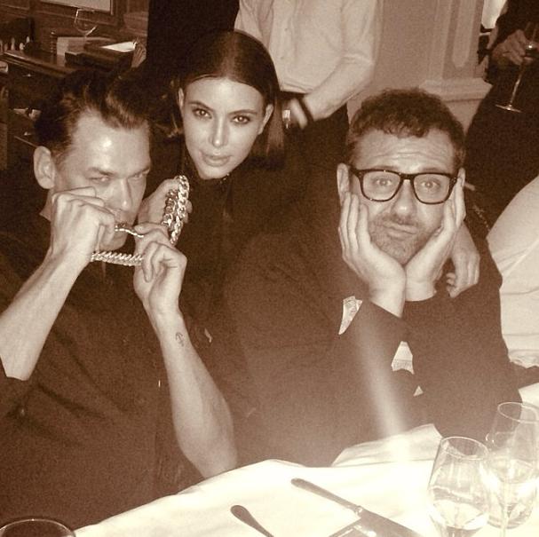 Aux côtés de Mert Alas et Marcus Piggott, deux grands photographes de la mode.