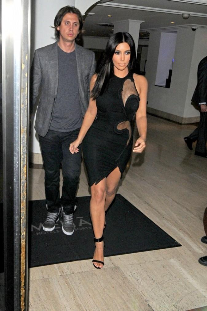 Kim n'hésite pas à en montrer beaucoup !