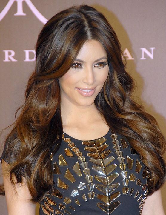 Kim Kardashian fait la promo de son parfum Naughty à Glendale, le 22 février 2011