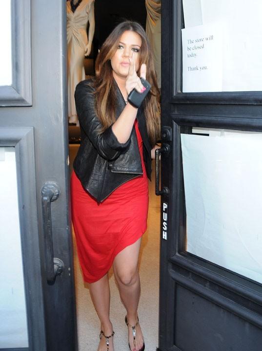 Khloe Kardashian faisant du shopping dans la boutique Vera Wang de Melrose Avenue à Los Angeles, le 30 juin 2011.