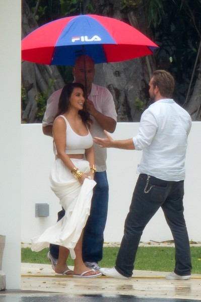 Kim Kardashian en shooting à Miami, le 25 octobre 2012.