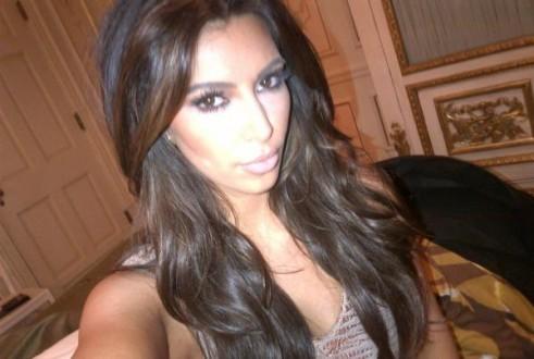 Kim Kardashian juste avant d'aller dîner au restaurant Zumba à Miami, le 2 février 2012.