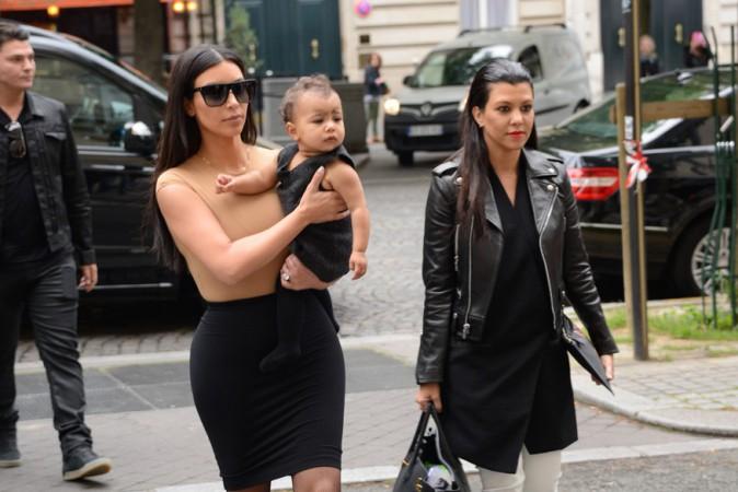 Kim Kardashian avec sa fille North et sa soeur Kourtney à Paris le 20 mai 2014