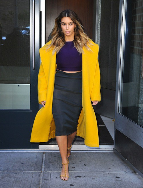 Photos : Kim Kardashian : elle troque ses top transparents contre un total look color block !
