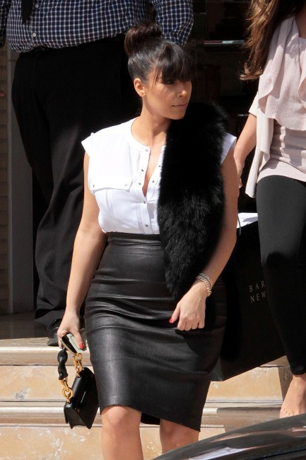 Kim Kardashian sortant de chez Barneys New York à Los Angeles, le 21 mars 2013.