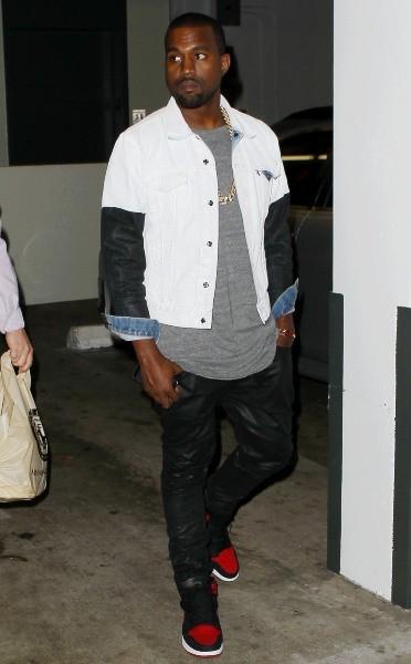 Kanye West accompagne sa girlfriend Kim Kardashian chez le médecin à Los Angeles, le 12 février 2013.