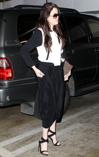 Khloe Kardashian accompagne sa soeur Kim chez le médecin à Los Angeles, le 12 février 2013.