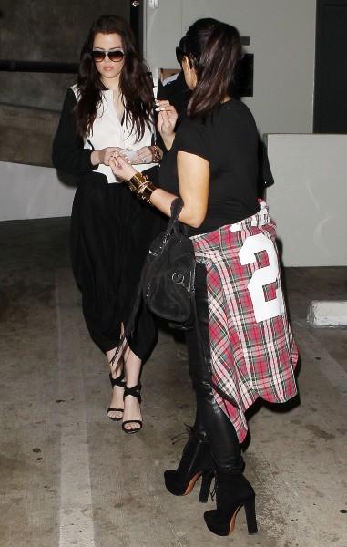 Kim Kardashian en famille se rendant chez le médecin à Los Angeles, le 12 février 2013.