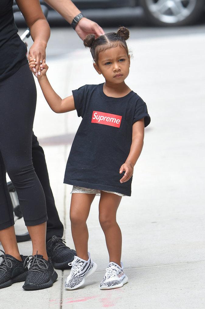 North West, la fille de Kim Kardashian et Kanye West critiquée pour son style vestimentaire