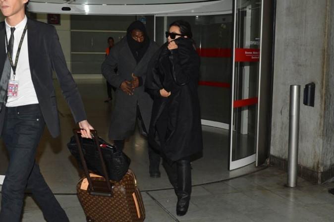 Kanye West et Kim Kardashian à l'aéroport Charles de Gaulle de Paris le 10 janvier 2013