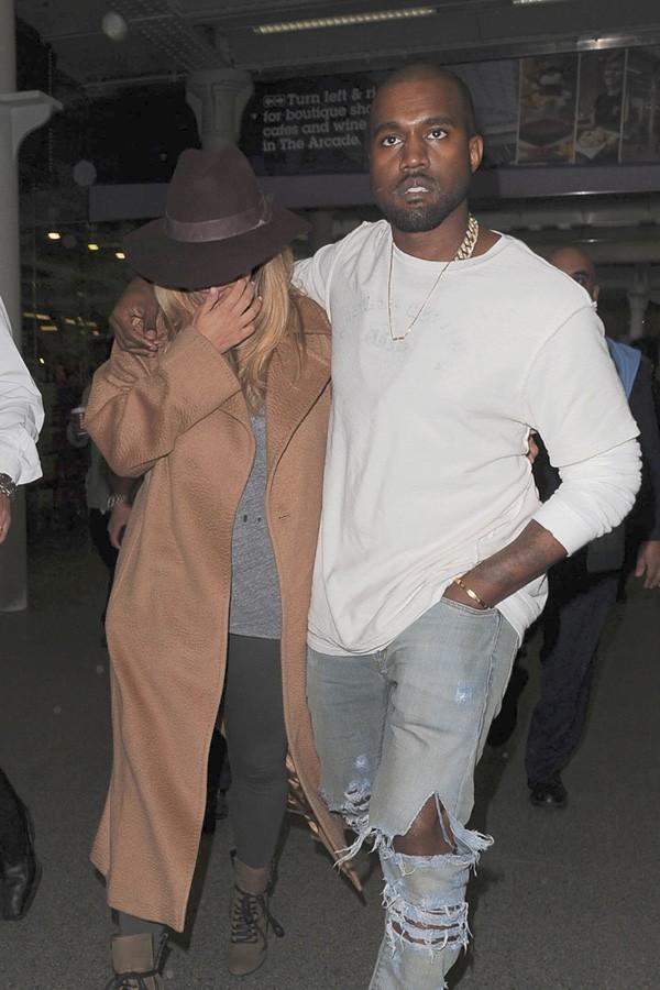 Kim Kardashian et Kanye West à leur arrivée à Londres le 28 septembre 2013